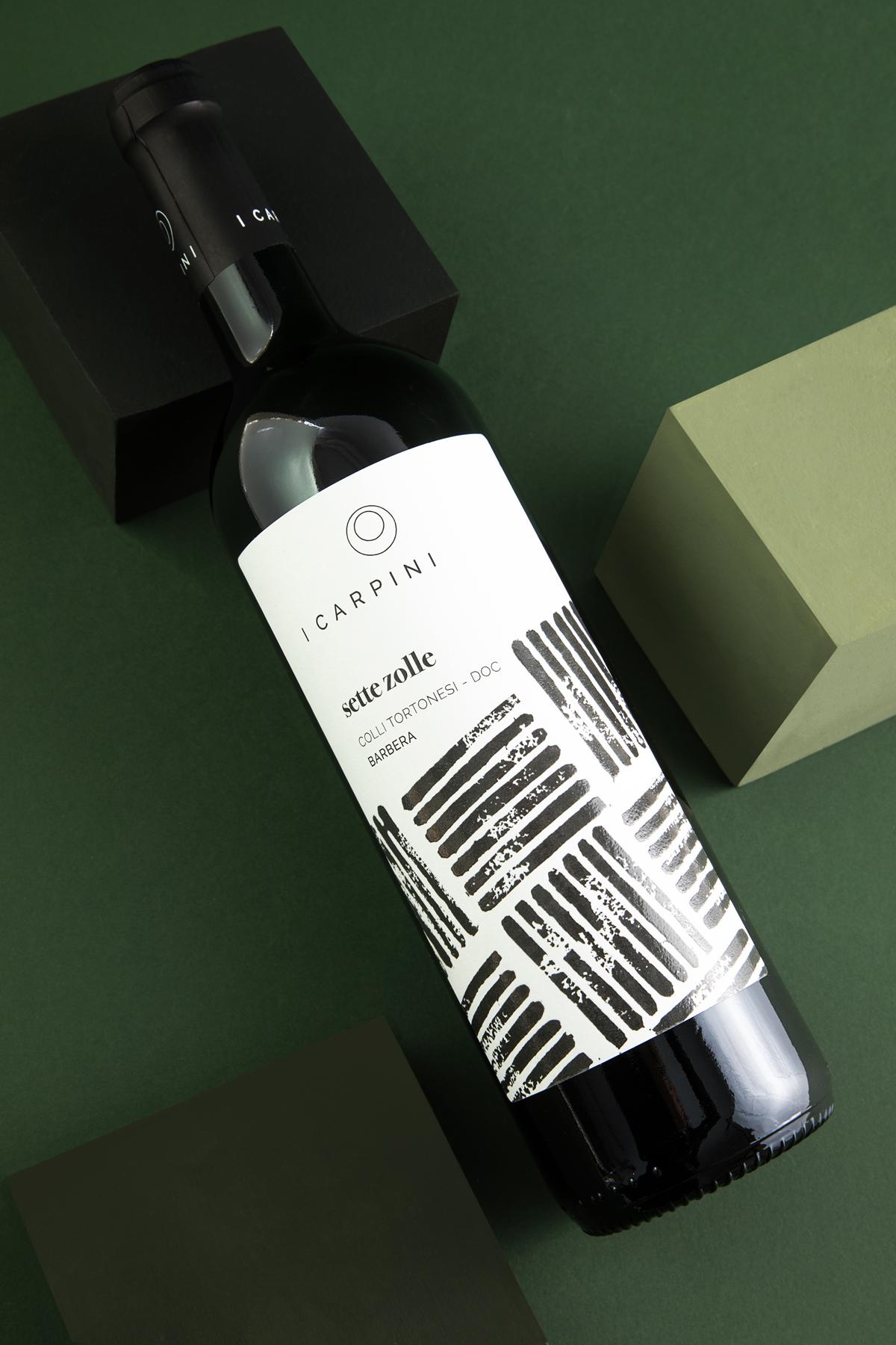 SETTE_ZOLLE_FRONTE_Barbera_i_carpini_wine_pscksging_design_wine_design_drogheria_studio_ROSSO_BASSA-1